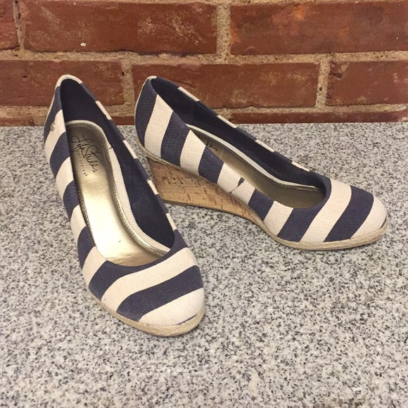Life Stride Shoes - Life stride blue and off white striped wedges